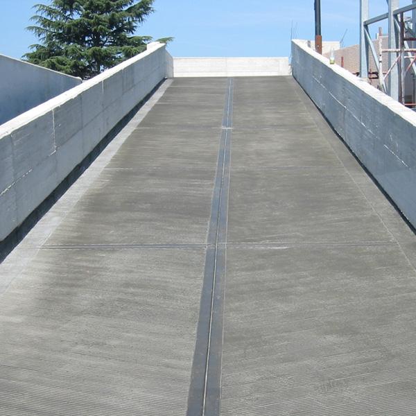 Rampe antiscivolo pavimenti per rampe con bmb system for Piani di garage con lo spazio del negozio